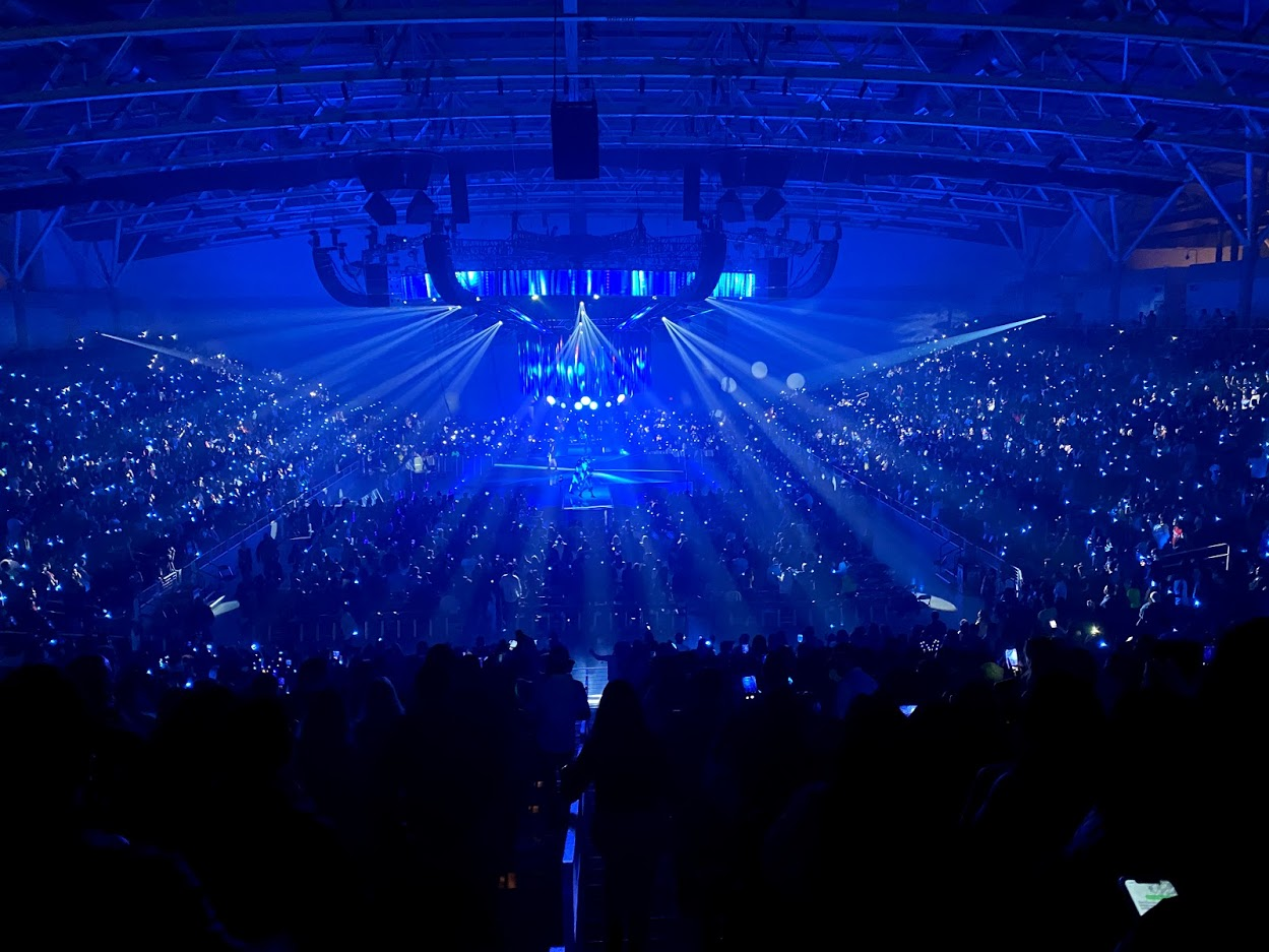 Blue light full house concert